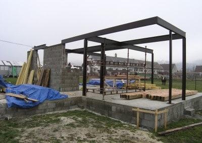 oceľový rám v kombinácii s drevenou konštrukciou